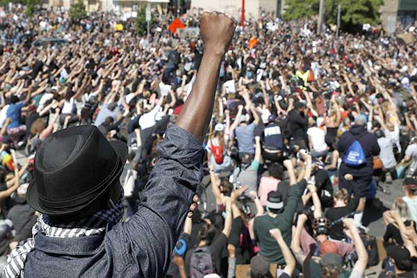 EEUU. Un nuevo asesinato racista de la policía desata un levantamiento social por todo el país