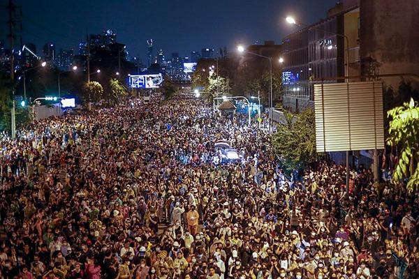 Levantamiento contra la monarquía en Tailandia. El movimiento de masas sacude al régimen
