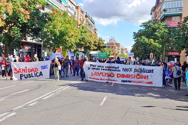 Los vecinos y vecinas de Carabanchel exigen la dimisión de Ayuso. ¡Ni un paso atrás!