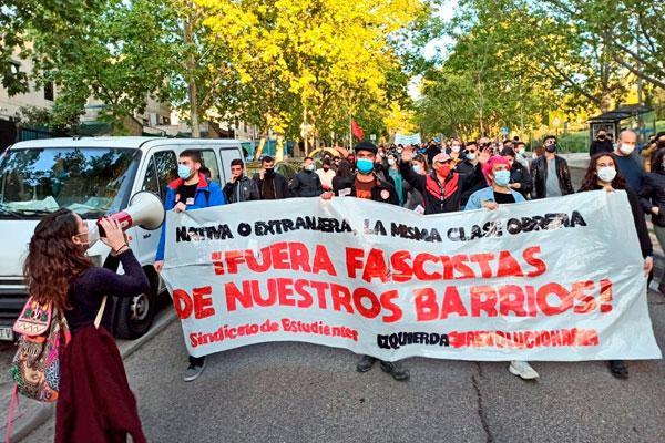 2.000 vecinos, vecinas y jóvenes de Vallekas nos volvemos a manifestar contra la violencia policial y el fascismo
