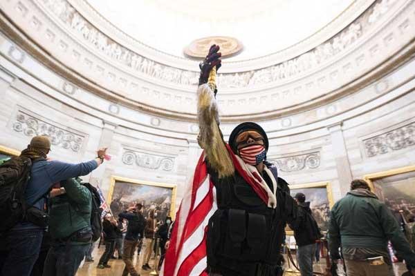 Intento de golpe de Estado en los EEUU ¡La clase obrera tiene la fuerza para barrer a Trump y su escoria fascista!