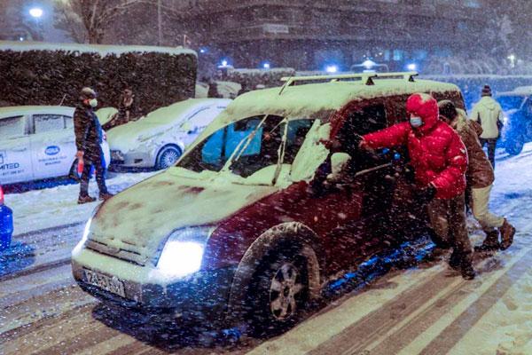 La nieve colapsa Madrid ante la ineptitud y la desidia de los Gobiernos del PP. ¡Ayuso y Almeida dimisión!