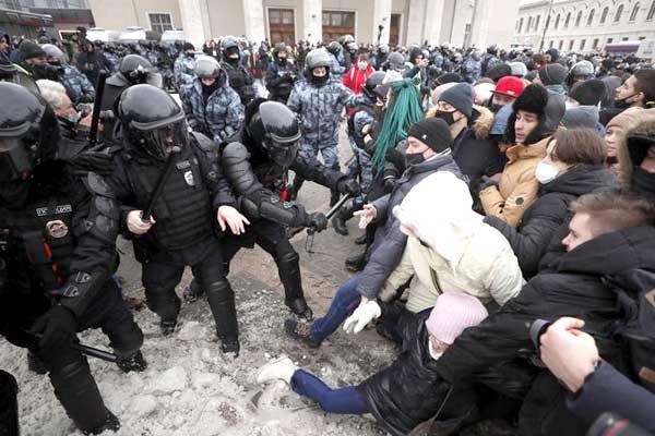 Las protestas contra el régimen capitalista y corrupto de Putin se extienden por Rusia