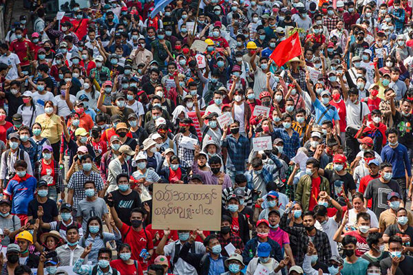 Levantamiento social en Myanmar contra el golpe militar
