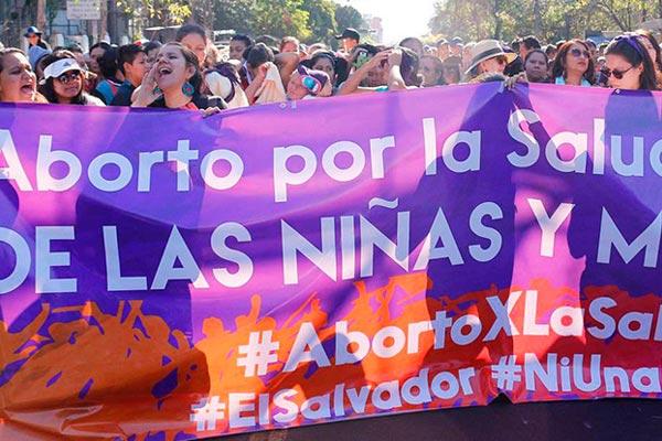 Niñas de nueve años embarazadas y penas de hasta 30 años de cárcel. Así es abortar en El Salvador