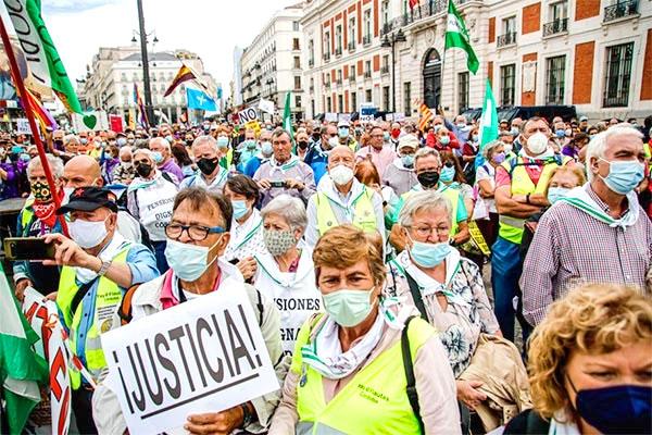 La marea pensionista se manifiesta masivamente en Madrid contra la reforma del Gobierno PSOE - UP
