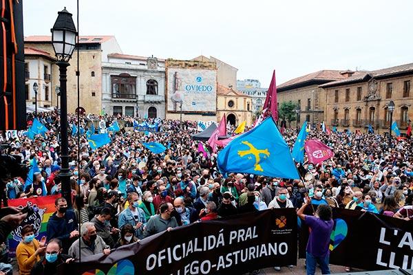 Una gran manifestación en Oviedo exige la Oficialidad de la llingüa