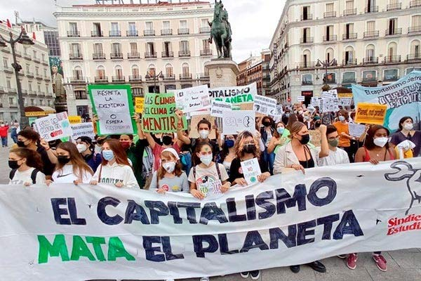 Miles de estudiantes en huelga contra el cambio climático y sus responsables. ¡El capitalismo mata el planeta!