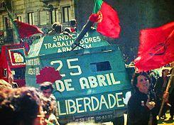 La Revolución de los Claveles. Cuando la clase obrera portuguesa tocó el cielo con las manos