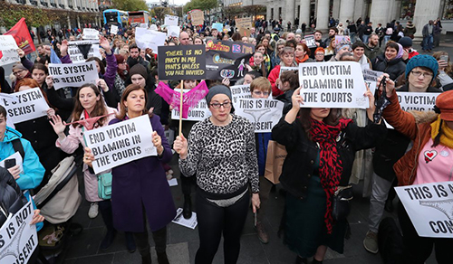 Irlanda: Llevar un tanga no es consentir